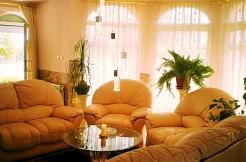 Продава Къща с басейн и 4 спални в град Варна