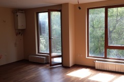ПРОДАДЕН! Тристаен апартамент с гараж в изискана сграда идеален център  1413