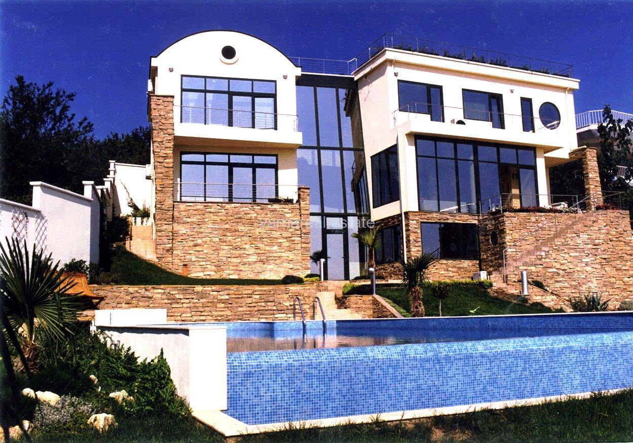 Модерна къща