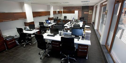Луксозен обзаведен офис в центъра на Варна
